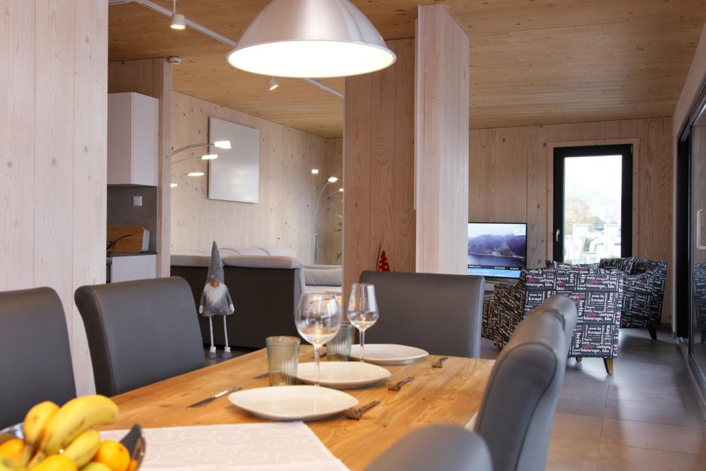 Aparthotel-Zell am See-großer Esstisch mit viel Platz