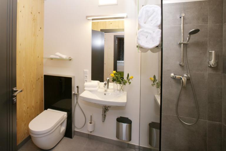 Aparthotel-Zell am See moderne Badezimmer
