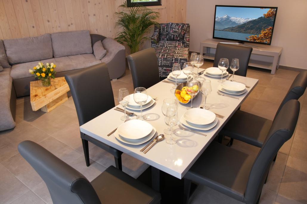 Aparthotel-Zell am See-gemütlicher Ess- und Wohnbereich