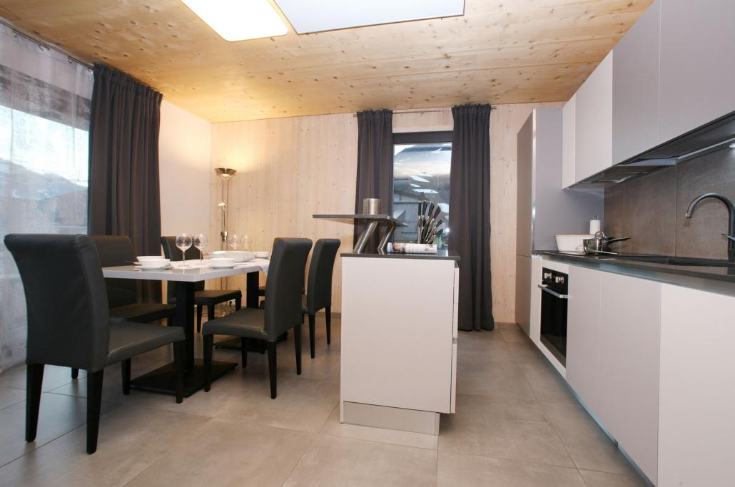 Aparthotel-Zell am See-moderne Küche mit Esstisch