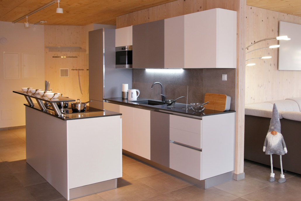 Aparthotel-ZellamSee-spacious kitchen