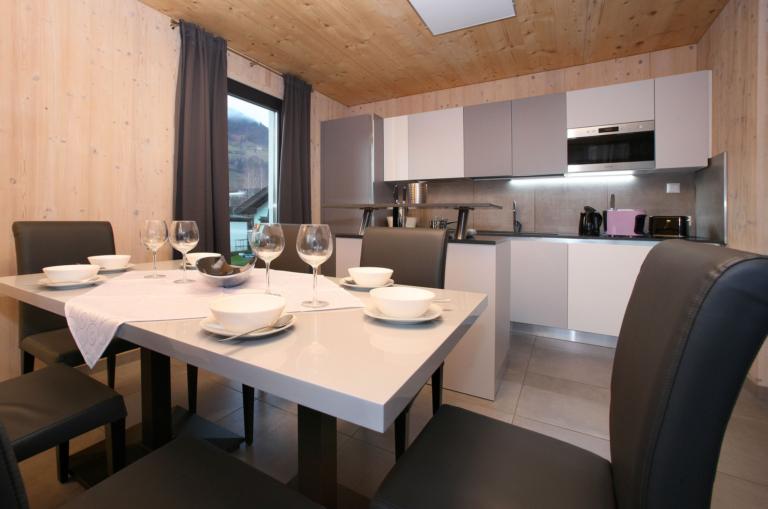 Aparthotel-Zell am See Küche und Esstisch